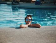 Lenti a contatto in piscina: suggerimenti e precauzioni
